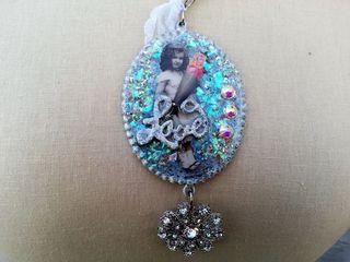 Splash girl necklace close up download