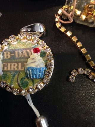 Bday girl attach chain